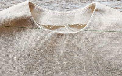 Cómo coser una vista en una sisa o escote